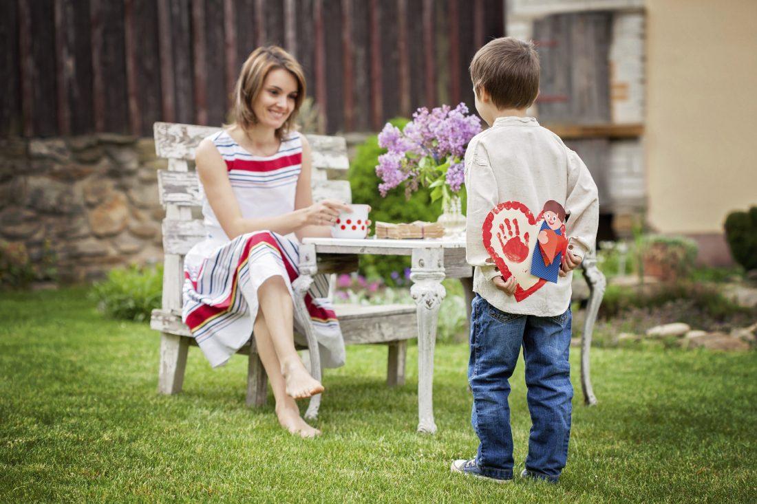 6 πράγματα που κάθε αγόρι χρειάζεται από τη μαμά του